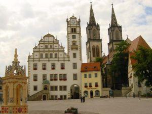 Stadt Oschatz - Neumarkt mit Rathaus und Aegidienkirche
