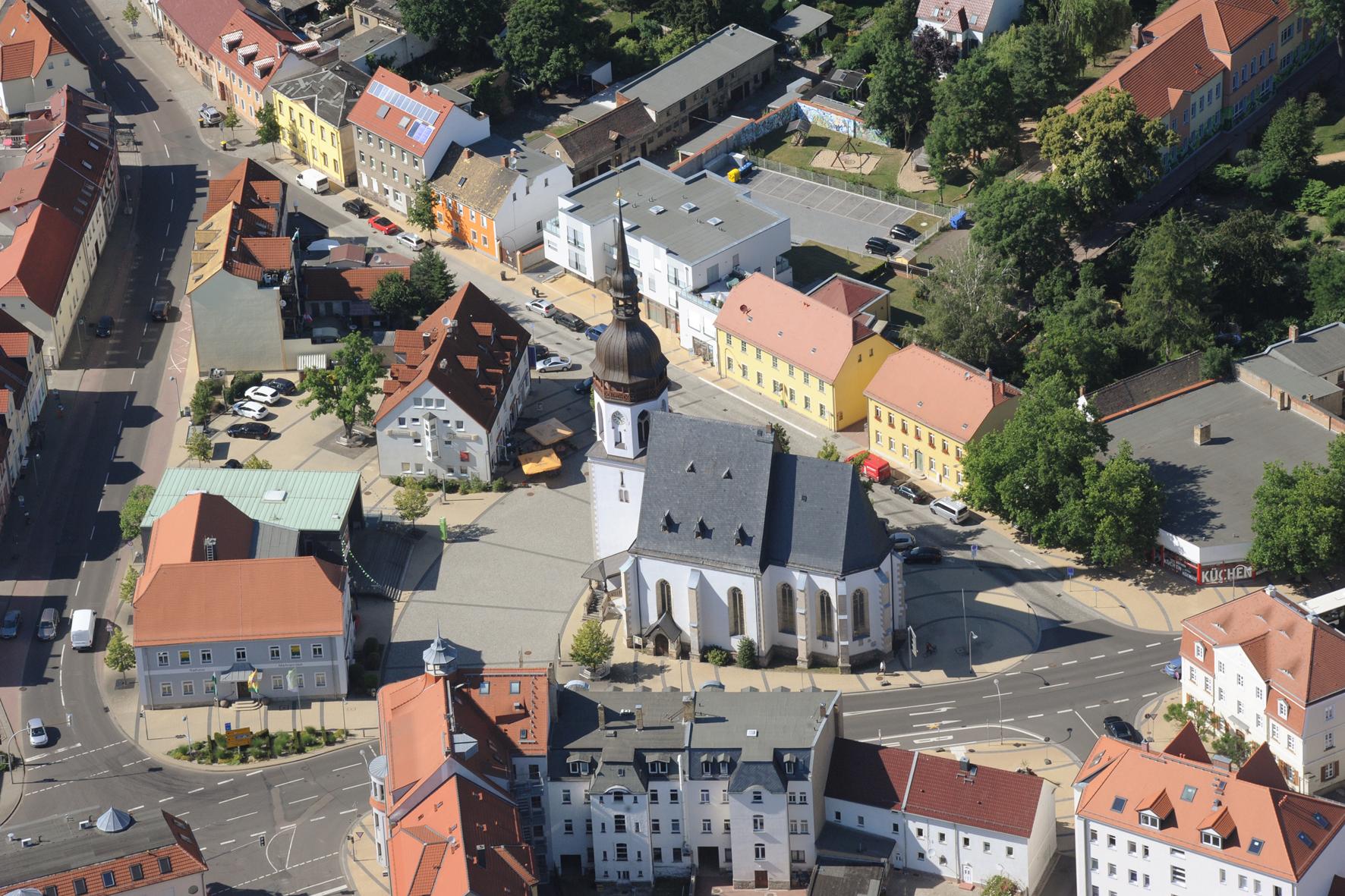 Marktplatz mit dem Bürgerrathaus und der St. Laurentiuskirche